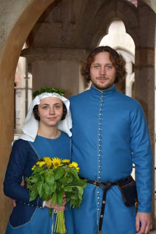 Svatební šat z vlněného sukna